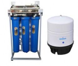 máy lọc nước uống trong nhà bếp để uống