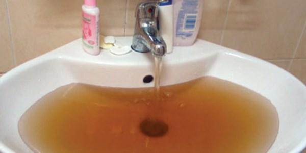 nước nhà bạn có bị hôi phèn vàng không